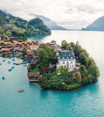 Iseltwald, Schweiz: Floating island home anyone?