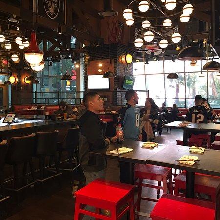 Фотография Guy Fieri's Vegas Kitchen