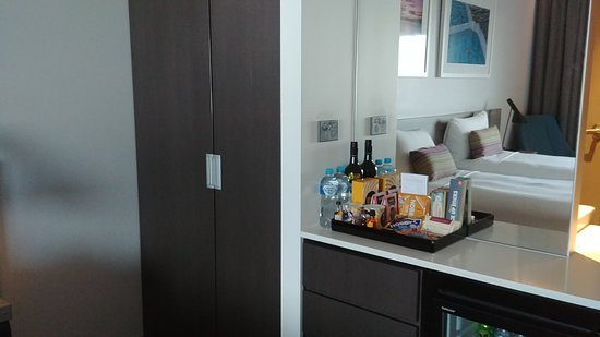 Right next to the international terminal, clean room and friendly staff