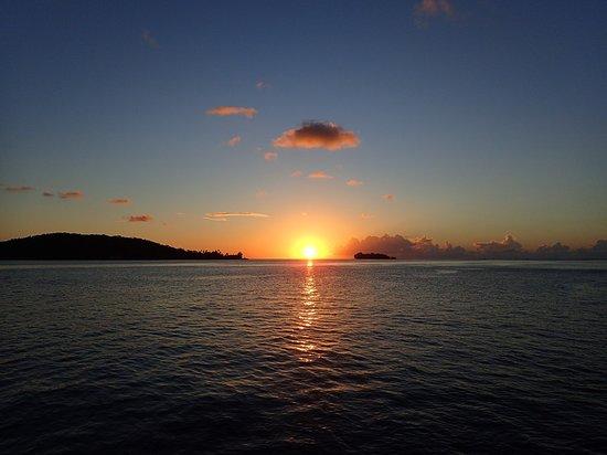 MaiKai Marina : Coucher de soleil (photo prise de notre catamaran, mouillé en face du MaiKai)