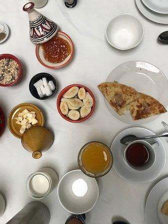 Riad Tizwa Fes: Moroccan breakfast
