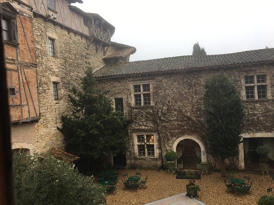 Chateau de Mauriac: La cour intérieure