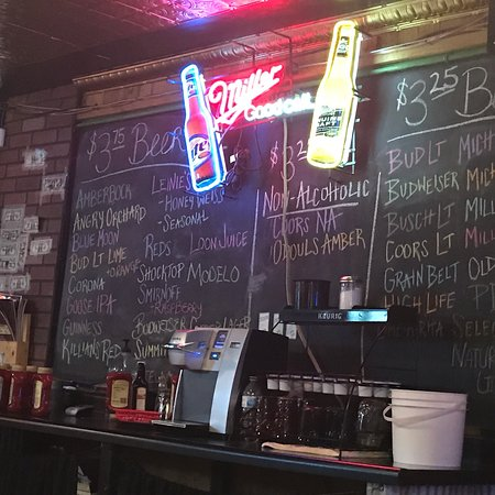Ostrander, MN: Great options for beer, nuts galore!