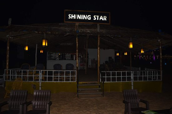 Shining Star Beach Shack: Late Night