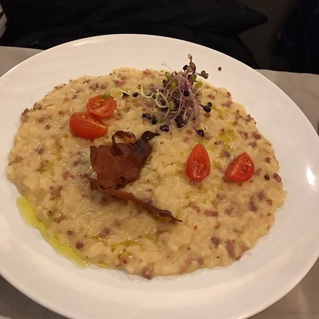 Great food (best risotto ever!), nice wines, good service, small & convivial