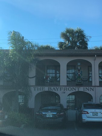 Bayfront Inn: Front view