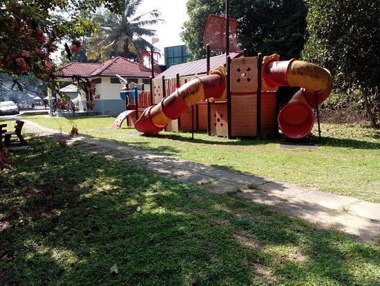 Maran District, ماليزيا: View of playground at Taman Rekreasi Che Minah Sayang, Lubuk Ujid, Kuala Sentul, Maran, Pahang