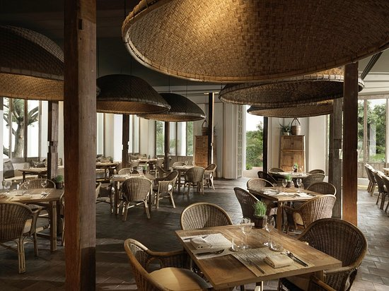 ห้องอาหาร Khu Khao โรงแรมรายา เฮอริเทจ เน้นการให้บริการ Asian Crossroad concept