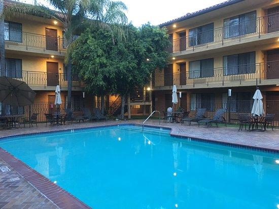 Holiday Inn Express Simi Valley 124 ̶1̶4̶3̶ Prices