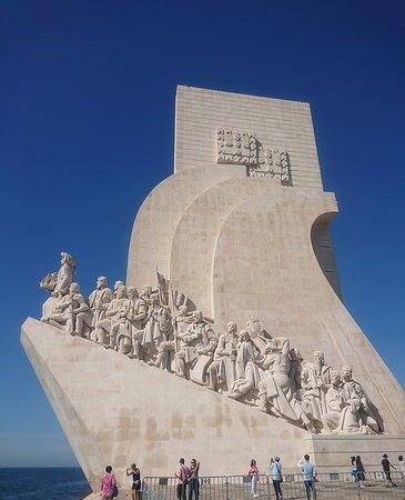 Padrao dos Descobrimentos: 偉人達の像