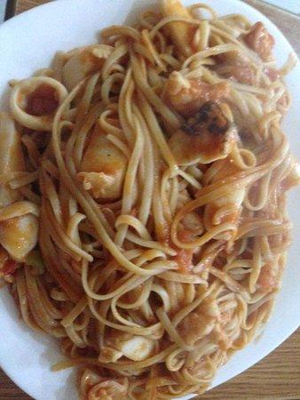 Divjake, Αλβανία: Spaghetti Me Fruta Deti