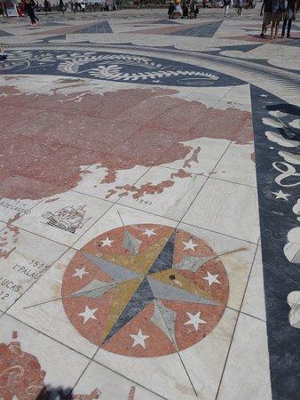 Padrao dos Descobrimentos: 発見のモニュメント前広場の世界地図 日本