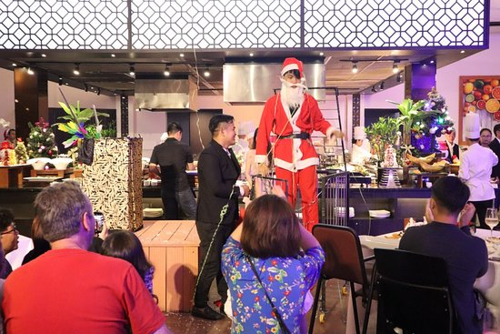 Christmas Dinner 24/12/2018 -Magic show