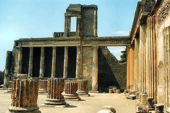 Visita turística de medio día a Pompeya...