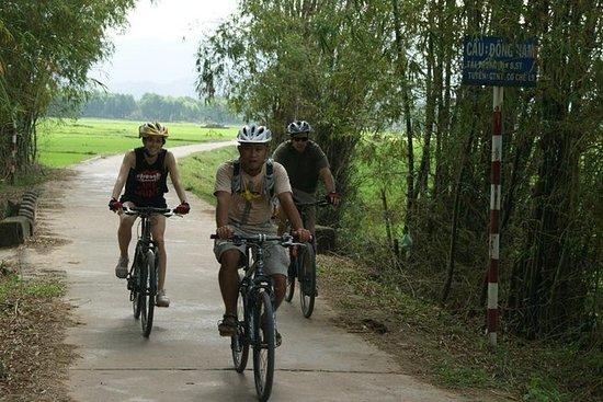 Tour en bicicleta al santuario de My...