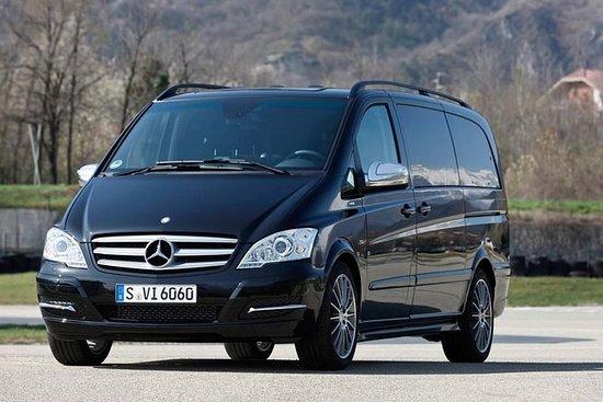Minivan com motorista particular à...