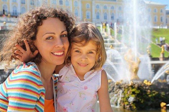 私人一日游:Peterhof享用俄罗斯午餐和俄罗斯伏特加,独家参观特别储藏室和皇...