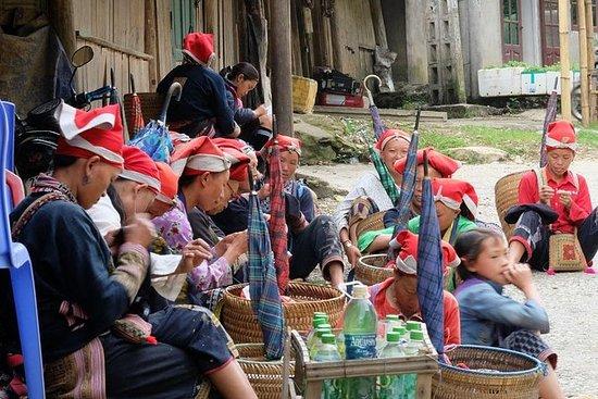 Lung Khau Nhin Market Geführte Tagestour