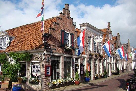 アムステルダムからの公共交通機関を利用したプライベートな一日の北ホラントツアー