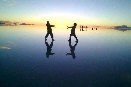 Lever du soleil au salar d'Uyuni