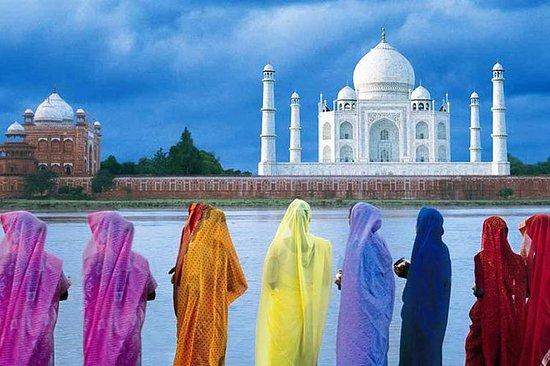 来自德里的泰姬陵阿格拉,阿格拉堡和Mehtab Bagh的一日游
