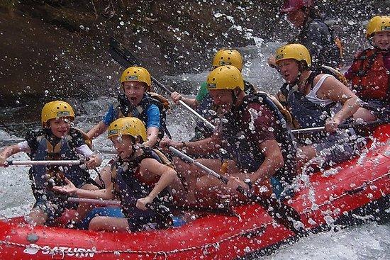 Rafting en eaux vives sur la rivière...