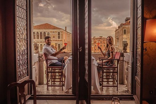 Gondola and Gala Dinner in a Venetian...
