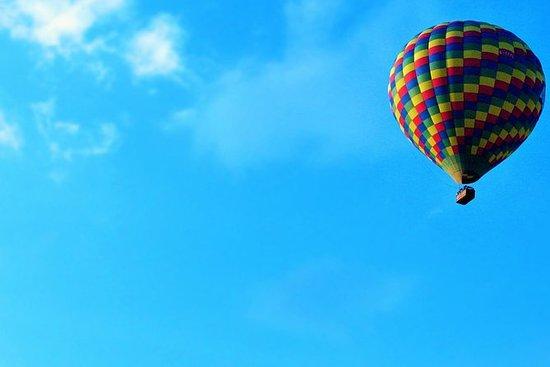 Paseo en globo aerostático de 1 hora al amanecer o al atardecer desde...