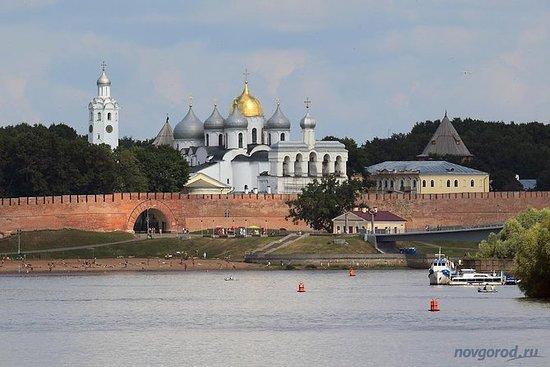 从圣彼得堡到大诺夫哥罗德的私人全日游