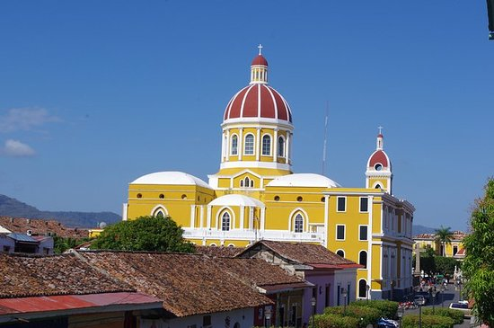 リベリアからの完全日ニカラグアツアー:グラナダ、ニカラグア湖、マサヤ火山