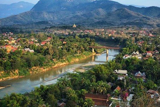 ルアンプラバンからナムカン川渓谷小グループツアーをハイキングしてカヤックする
