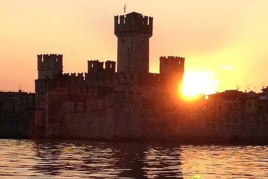Cruzeiro ao pôr do sol no Lago Garda...