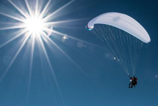 Privates Halbtags-Tandem-Paragliding mit Pilot in Davos