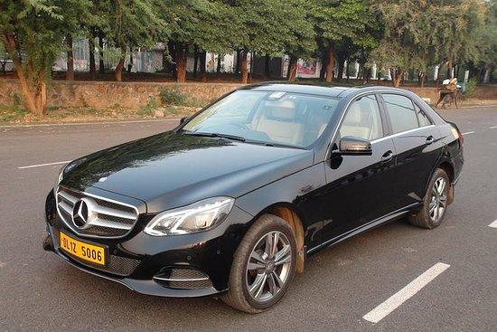 豪华轿车从新德里出发的私人泰姬陵和阿格拉一日游