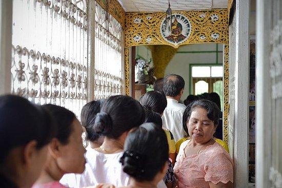 Traditional Medicine in Yangon half day...
