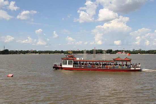 Tour en bote por el río Songhua y...