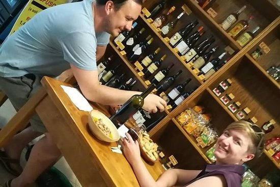 Privat vinprovning och vandringstur i ...