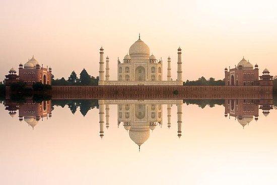 从德里到日出的阿格拉泰姬陵的一日游,现场演示当地工艺品