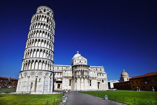 The best of Lucca and Pisa tour