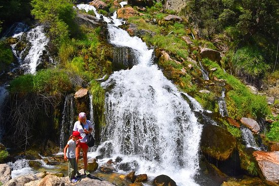 Wandern zum Sotira-Wasserfall im...