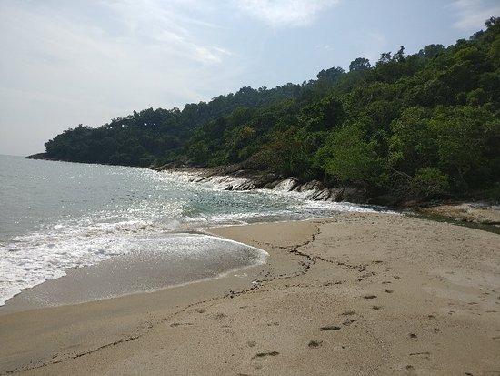 Ao Thong Yee