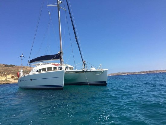 Mosta, Malta: Catamaran Lagoon for rent in Malta