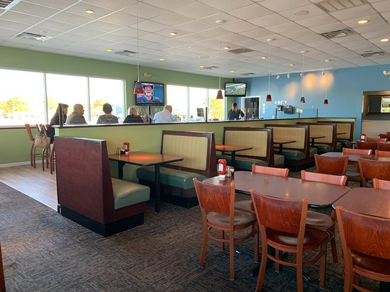 Poquoson, VA: Not a lot of customers for lunch