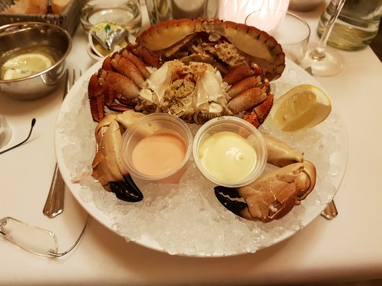 L'Huitriere : Nice crab on ice.