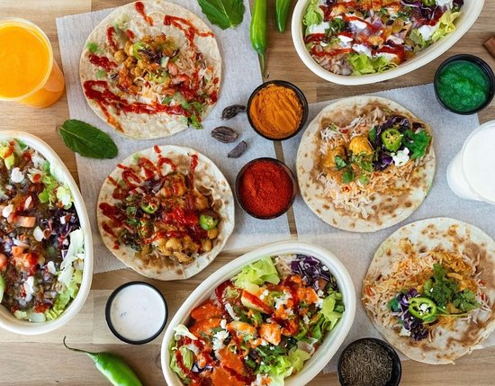 Lauderhill, Флорида: A variety of Indian tacos on whole-wheat roti and rice bowls