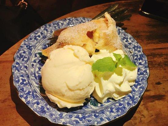Fern Forest Cafe: Apple Pie with Vanilla Ice-cream