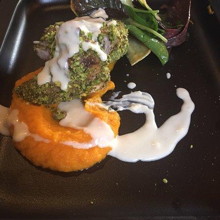 Galatsi, Grecja: Ψαρονέφρι με φυστίκια Αιγίνης και μους καρότου απλά delicious και σορμπέ λεμονιού για επίγευση φεύγοντας! Σταθερά αξία!