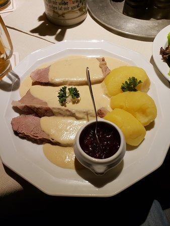 Gasthaus Zum Becher: Kalbstafelspitz (veal slices) with Preiselbeeren (cranberries) and potatoes with horseradish sauce.