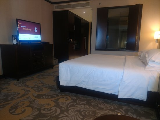 Sheraton Dubai Creek Hotel & Towers: King bed club room, city view, 10th floor.