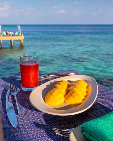 Olhuveli Island: Three of the best reasons to travel: ripe mango; watermelon juice; and turquoise water!